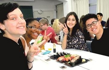 グループで美味しいお寿司作りを!